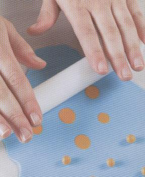Creating a pattern of dots on fondant