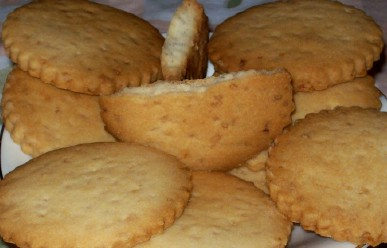 Rum shortbread specked with ginger candies